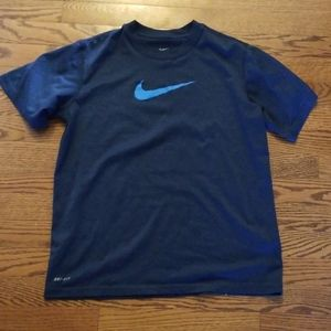 Nike dri fit boys tshirt size large